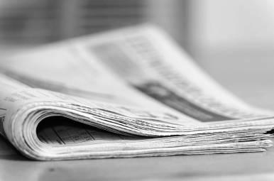 Tageszeitung auf dem Tisch
