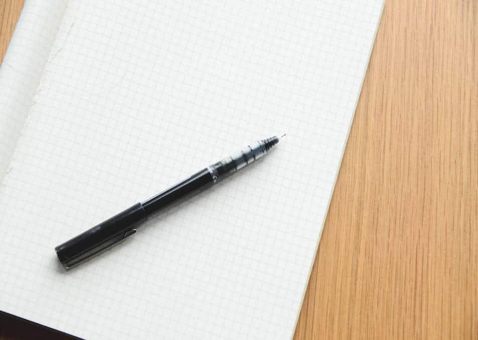 Notitzblock Konzept Schreibtisch Stift Blatt leer