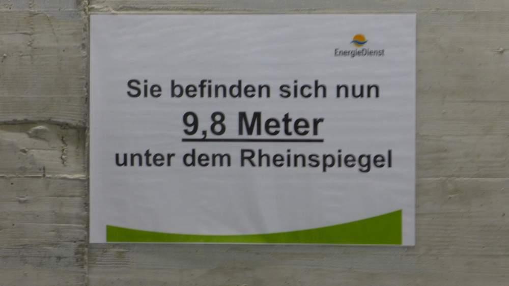 Wasserkraftwerk Rheinfelden am Hochrhein: Der Abstieg unter den Wasserspiegel beginnt.