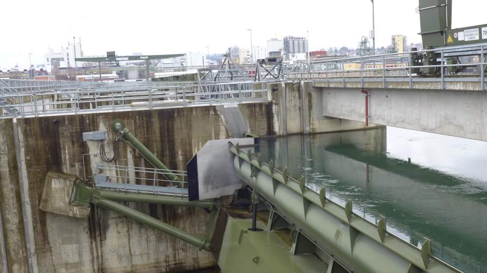 Der Wasserstand des Hochrheins vor dem Kraftwerk wird vom Prozessleitsystem computerbasiert auf den Zentimeter genau gehalten.