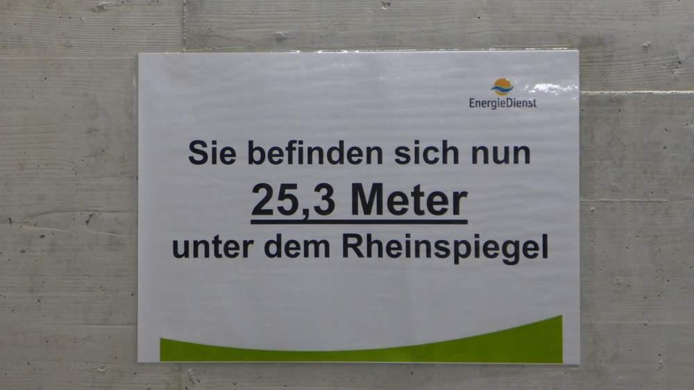 Unten angekommen: Wir befinden uns 25,3 Meter unter dem Rhein-Wasserspiegel. Wer bietet mehr?