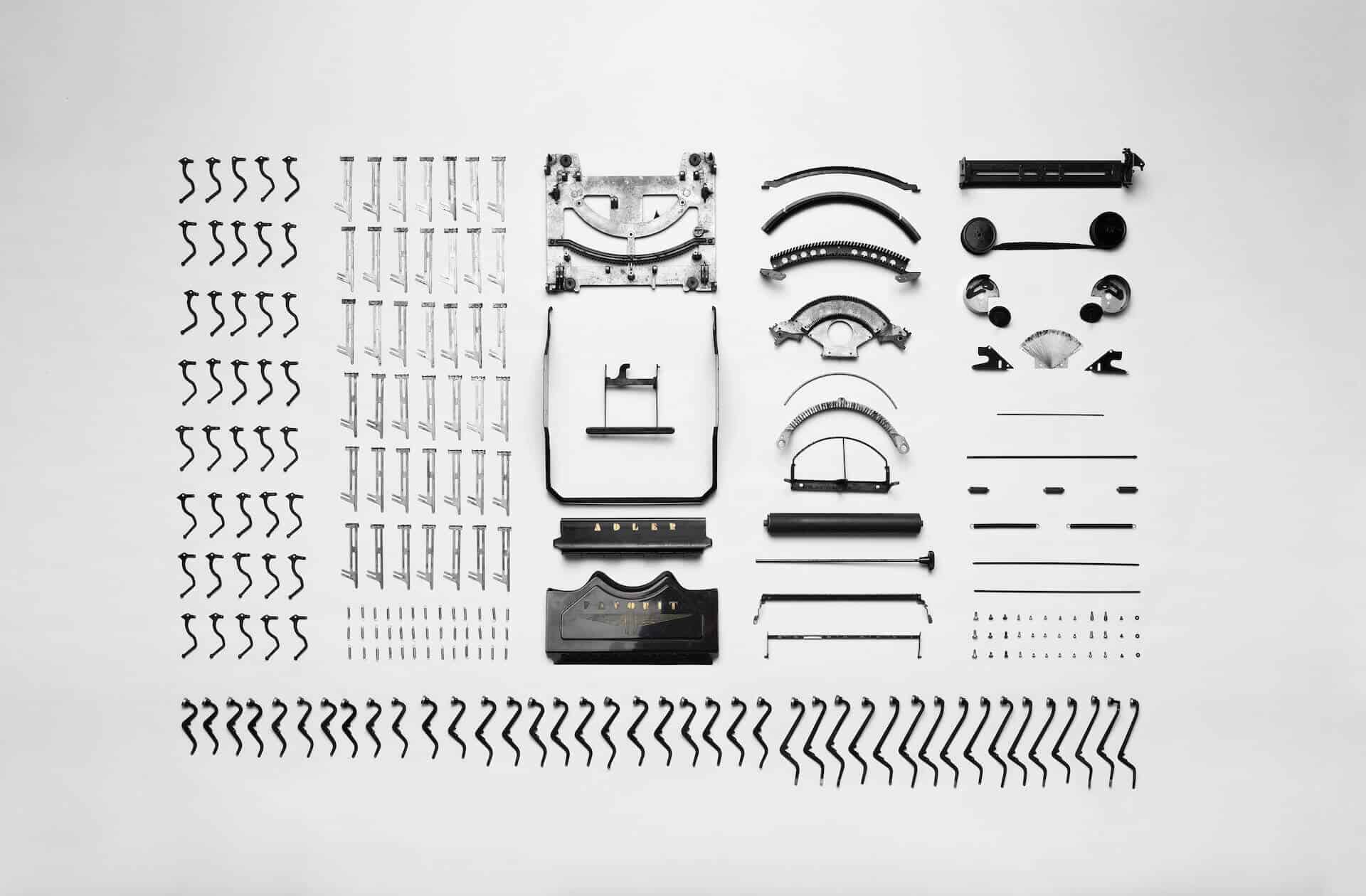 Schreibtisch Tastatur Frauenhaende Booklets Tasse