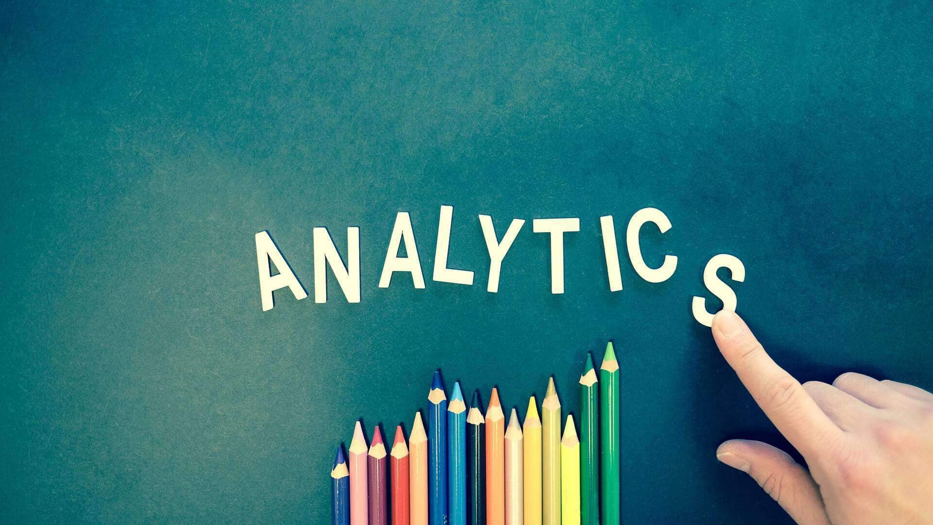 "Schrifzug ""Analytics"""