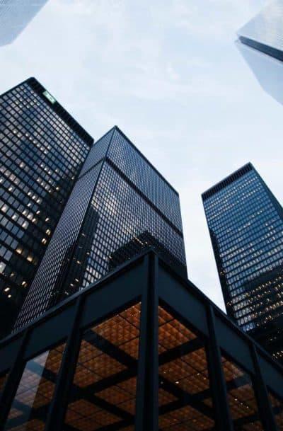 Bürogebäude als Symbol für GmbH